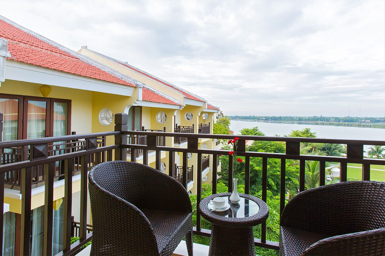 Deluxe-River-View-Balcony-Hoi-An-Silk-Marina-resort-and-spa-04